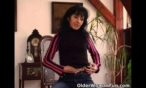 bouncing juggs fuck hairy pussy mature mom tits