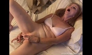 amateurs  gorgeous  mature  old cunt  orgasm